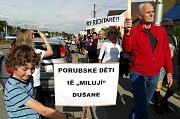 Demonstrace proti prodloužené Rudné.