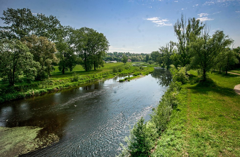 Řeka Ostravice v centru Ostravy. Ilustrační foto.