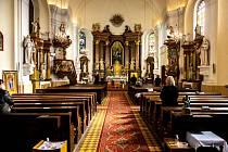 Mše svatá na Velikonoční pondělí v Římskokatolické farnosti Stará Bělá. 5. dubna 2021.