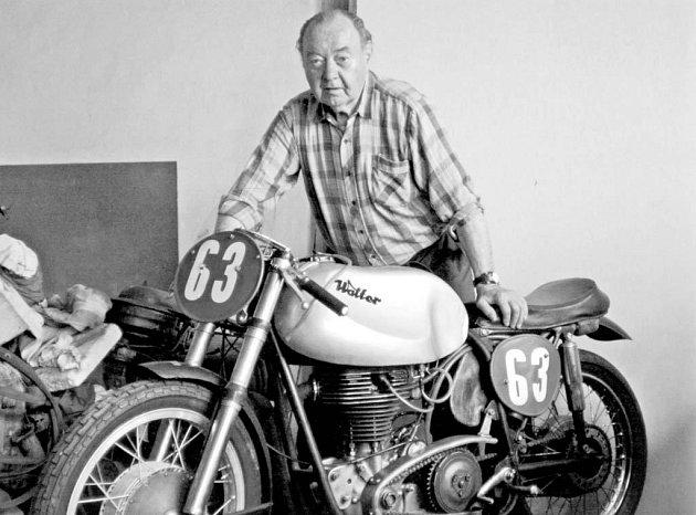 Miroslav Rybička s jedním se svých motocyklů