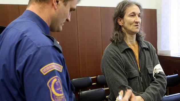 K šestiletému trestu byl v úterý definitivně odsouzen bezdomovec Vladimír Krch (46 let) z Ostravy. Odvolací senát Vrchního soudu v Olomouci jej uznal vinným z toho, že v březnu loňského roku zapálil v Ostravě sklep, ve kterém spali jeho dva známí.