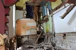 Situace v ostravském romském ghettu v Přednádraží se ani po čtrnácti dnech neuklidnila. Stavební úřad v pátek nařídil majiteli domů demoliční výměr na jeden z nich.