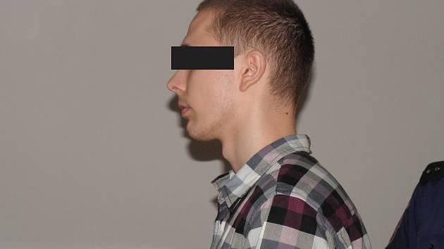 Mladík, který brutálně napadal a zapaloval lidi na Ostravsku a Frýdecko-Místecku.