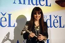 Šestnáctiletá Ewa Farna byla v sobotu Akademií populární hudby vyhlášena zpěvačkou uplynulého roku.