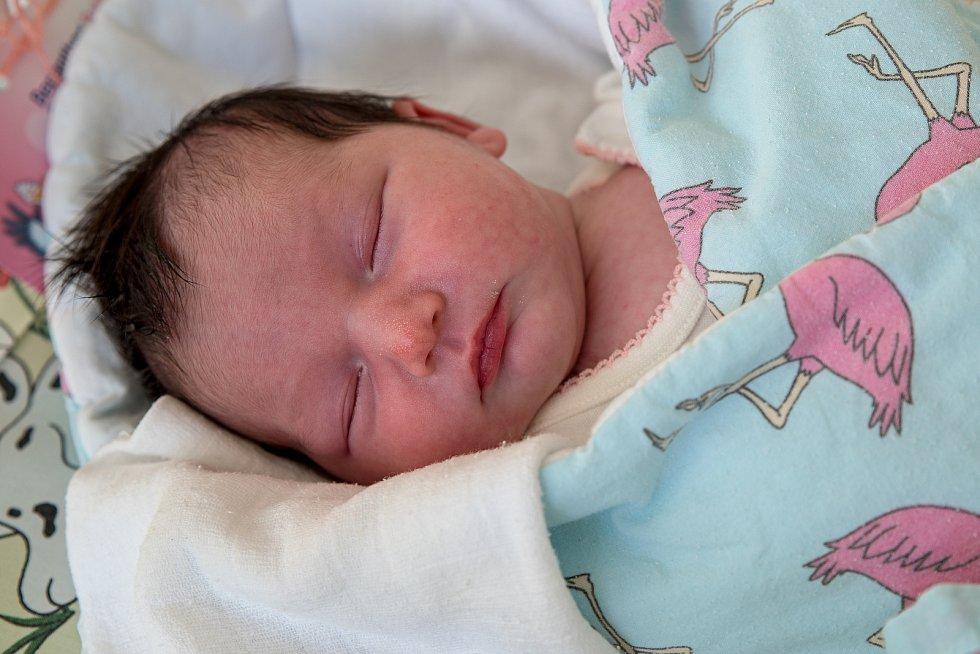Jasmin Helen Peterová z Karviné, narozena 8. dubna 2021 v Karviné, míra 50 cm, váha 3090 g. Foto: Marek Běhan
