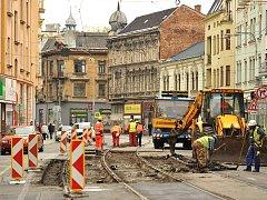 Rekonstrukce Nádražní v centru Ostravy začala. Snímek z prvního dne.