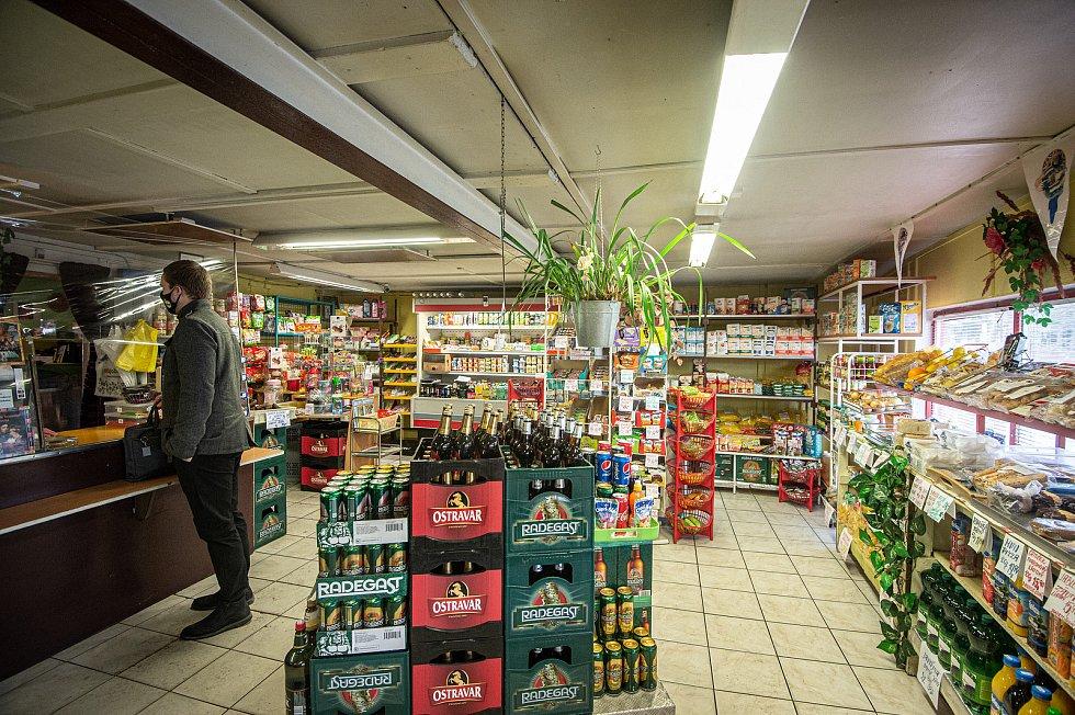 Prodejna Vitamin Oty Novotné v Nové Bělé, zima 2021.