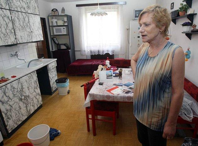 Nájemnice domu na Hlavní třídě v Ostravě-Porubě, v němž vlastník RPG Real Estate provádí opravu