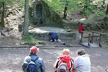 Zákoutí s kaplí v Bělském lese. Každoročně se u svatostánku postaveného z vysokopecních struskových kamenů konají poutě s bohoslužbou. Místem vede také velmi frekventovaná cyklostezka.