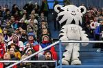Olympijský festival u Ostravar arény.Fanoušci fandí při hokejovém utkání mezi Českem a KanadouMaskot Olympiády