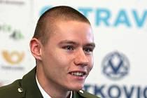 Pavla Masláka čeká po vojenském přijímači příprava na novou sezonu, v níž se mimo jiné představí popáté i na Zlaté tretře Ostrava.