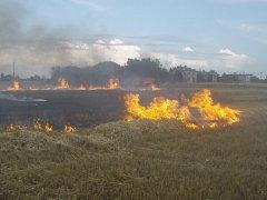 Hasiči se museli o víkendu vypořádat s několika požáry. Požár v Dolní Lutyni.