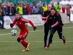 Fotbalisté ostravského Baníku vstoupili do uimní přípravy výhrou nad Górnikem Zabrze. Utkání se hrálo na umělé trávě v Karviné.