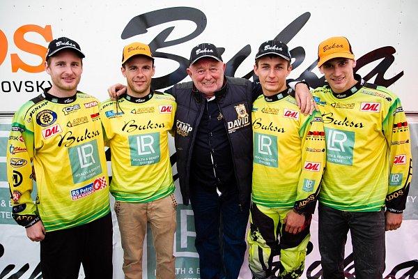 BUKSA ADOS KTM MALENOVICE TEAM má letos ty nejvyšší ambice. Na snímku (zleva) Martin Michek, Florent Richier, Aleš Buksa, Bence Szvoboda a Jaulin Sulivan.