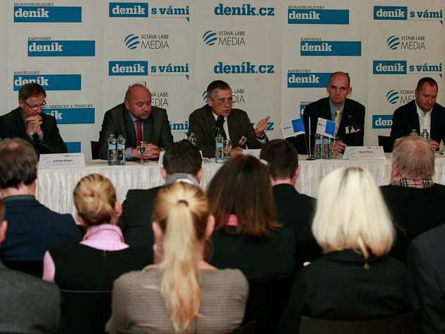 Diskuzní projekt Deníku Setkání s hejtmanem v Multifunkční aule Gong v Dolních Vítkovicích na téma Chytrý region.