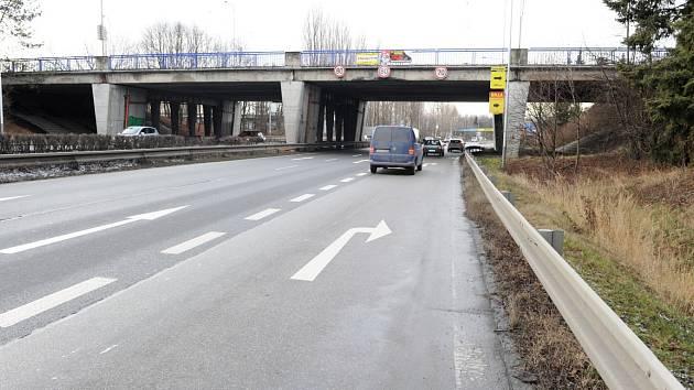 Špatná statika a stav betonových pilířů, obnažené výztuže a zvýšená koroze - to byly hlavní důvody, proč se začalo v roce 2017 s opravou nevyhovujících mostů přes Rudnou ulici v Ostravě. Ilustrační foto..