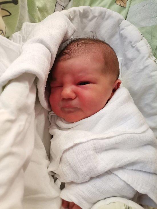 Adéla Bednářová z Albrechtic, narozena 11. května 2021 v Havířově, míra 50 cm, váha 3260 g. Foto: Michaela Blahová