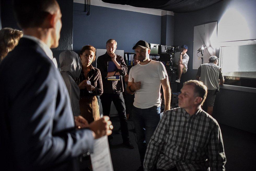 Česká televize natáčení film Stockholmský syndrom v Havířově, 12. zaří 2018. Na snímku (uprostřed) ražisér Dan Svátek, (vlevo) Martin Pechlát (vlevo od něj) herečka Zuzana Mauréry, (vpravo) Martin Finger.