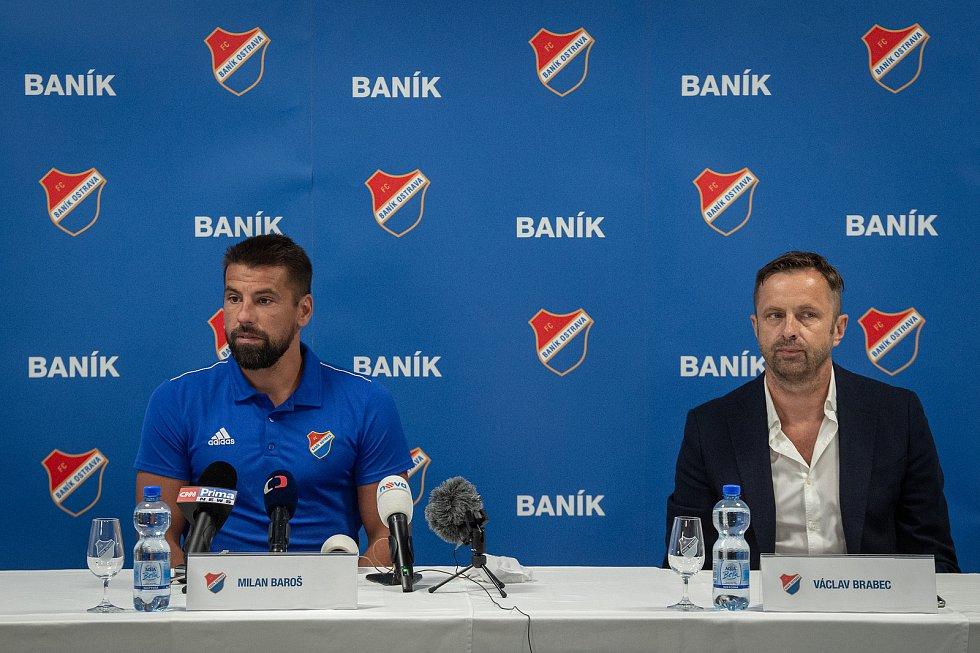Fotbalista Milan Baroš na tiskové konferenci oznámil, že po sezoně ukončí v 38 letech aktivní kariéru, 3. července 2020 v Ostravě. Vpravo majitel klubu Václav Brabec.
