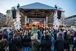 Rozsvícení vánočního stromu a trhy na Masarykově náměstí v centru Ostravy, neděle 1. prosince 2019.