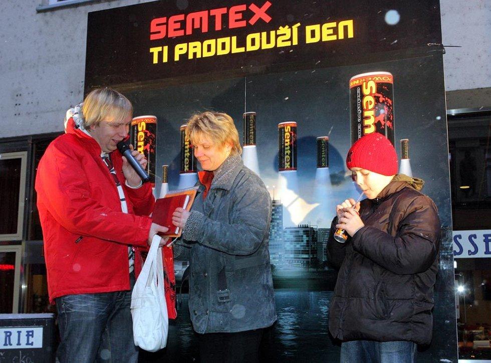 Světelné balóny rozzářily centrum Ostravy. Moderátorem akce byl Aleš Juchelka