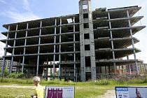 Železobetonový objekt v ulici 28. října už více než 26 let hyzdí Ostravu. Radní města nechtějí jejímu vlastníkovi prodloužit termín na dostavbu.