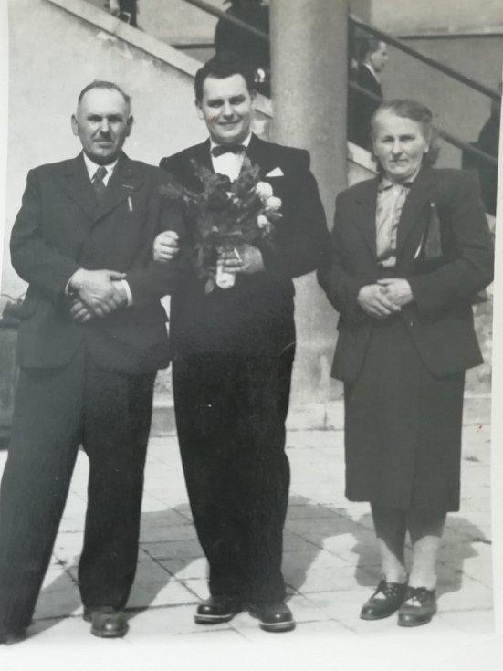 Tatínek Květoslavy Blahutové (vlevo), bratr Leoš a nevlastní matka.