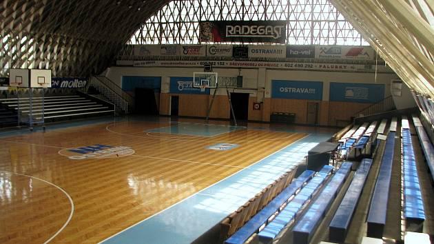 BONVER ARÉNA HALA TATRAN. DOMOVSKÝ KLUB: basketbalisté NH Ostrava.