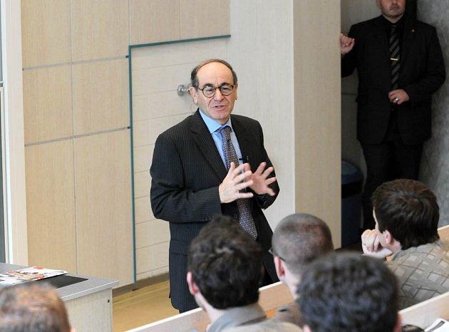 Jaakov Levy, velvyslanec Izraele v České republice, zavítal do Ostravy. Hlavním bodem programu při jeho návštěvě byla přednáška na téma současného Izraele, která se uskutečnila na Ekonomické fakultě Vysoké školy báňské