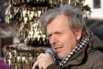 Klíčová socha Jiřího Davida s pětaosmdesáti tisíci klíčů byla ve čtvrtek slavnostně instalována na dva měsíce v centru Ostravy v sousedství hotelu Imperial.