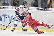 Utkání 34. kola hokejové extraligy: HC Vítkovice Ridera - HC Oceláři Třinec, 12. ledna 2019 v Ostravě. Na snímku (zleva) Daniel Krenželok a Erik Hrňa.