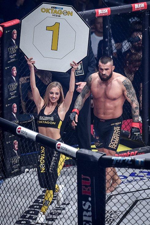 MMA Octagon 11 v Ostravar aréně, 16. března 2019 v Ostravě. Na snímku (v červeném) Karlos Vémola proti Pawel Brandýs.