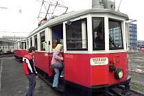 Historické tramvaje hned z několika období se v sobotu objevily v ulicích Ostravy.