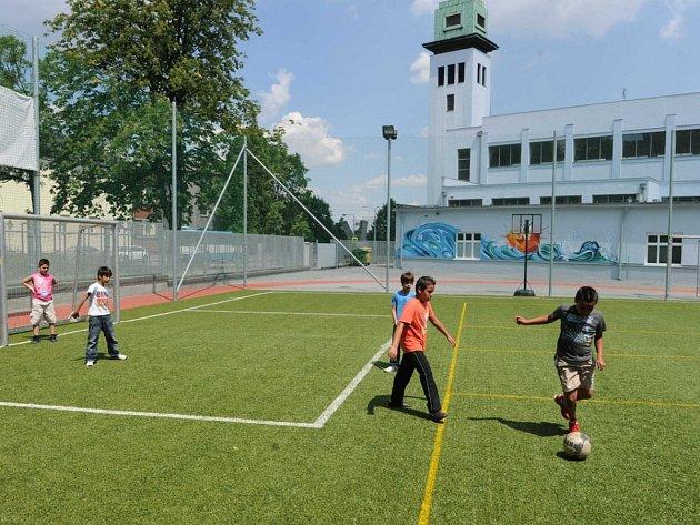 Nové hřiště využívají děti, které navštěvují salesiánské středisko Don Bosco v Ostravě. Bylo otevřeno koncem května.