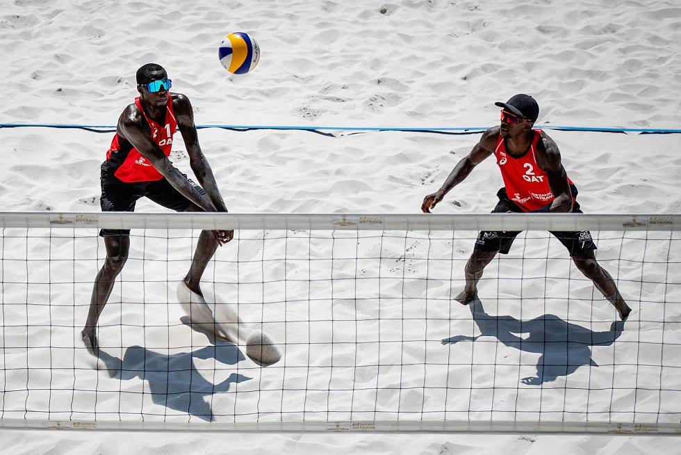 J&T Banka Ostrava Beach Open, 5. června 2021 v Ostravě. Cherif Younousse (QAT) a Ahmed Tijan (QAT).