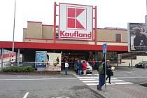 Kaufland Poruba - nahlášená bomba.
