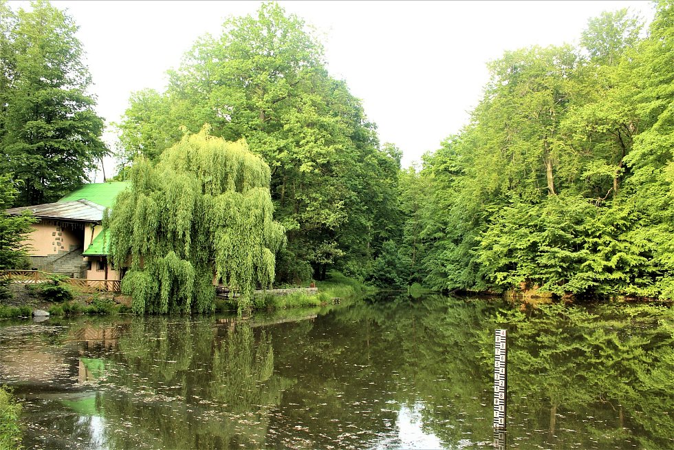 Orlovská Koliba s rybníkem