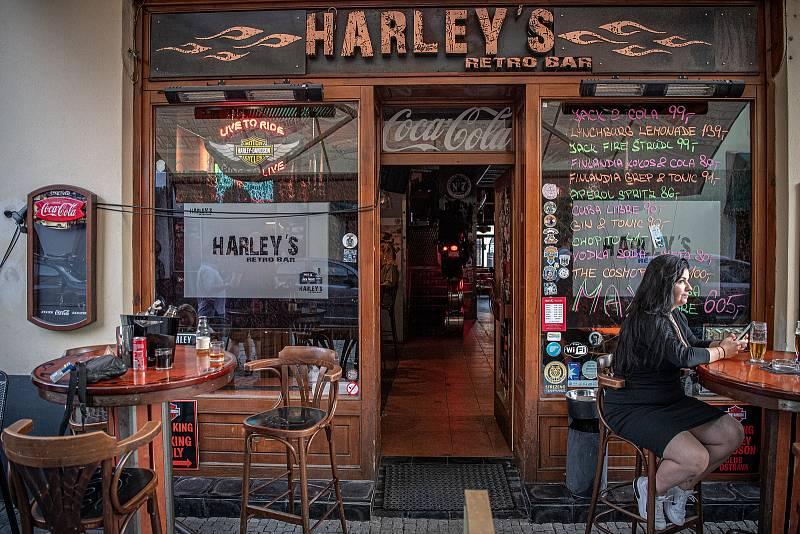 Stodolní ulice v Ostravě, 11. června 2021. Harley'S Retro Bar.