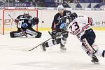 Utkání 30. kola hokejové extraligy: HC Vítkovice Ridera - HC Škoda Plzeň, 28. prosince 2018 v Ostravě. Na snímku (zleva) brankář Plzně Dominik Frodl, Peter Čerešnák, Ondřej Roman.