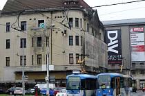 Chátrající budova obchodního domu Ostravica Textilia v centru Ostravy.