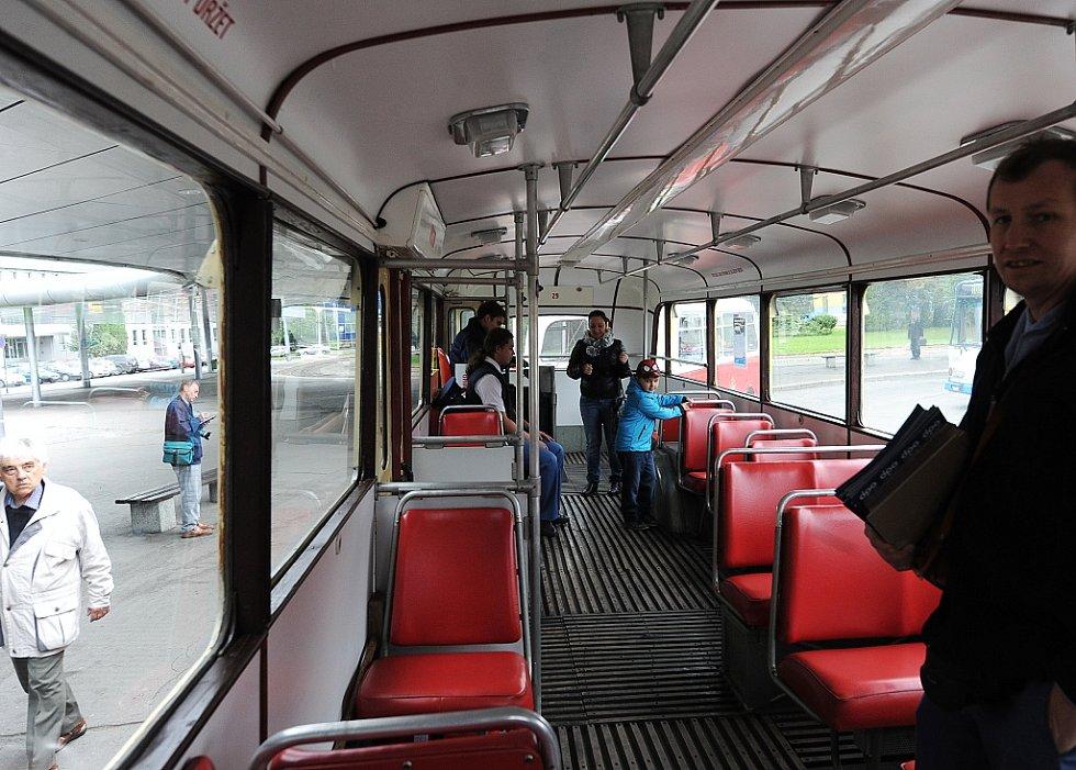 Ostravou v sobotu projížděl historický trolejbus. Zájemci absolvovali okružní trasu vedoucí od vlakového nádraží v Ostravě-Přívoze přes sad Boženy Němcové, most Miloše Sýkory a most Pionýrů zpět k vlakovému nádraží.