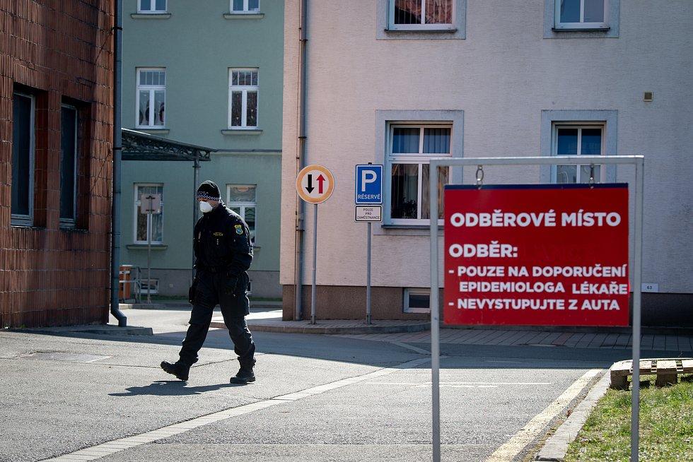 Odběrové místo v areálu Městské nemocnice Ostrava, březen 2020.