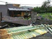 Vratimovem se v pátek dopoledne přehnalo tornádo, které poškodilo několik domů.