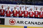 Hokejoví mistři byli součástí přestávkového programu.