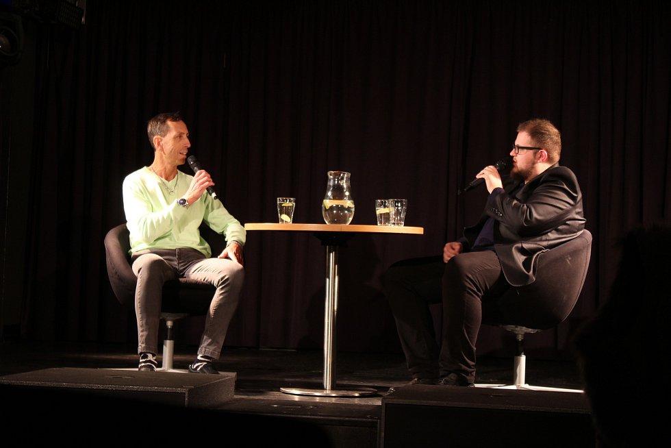 V opavském Klubu Art se konal další díl talkshow Jakuba Plaskury s názvem Hovory s… Jedním z hostů byl i Zdeněk Chlopčík.