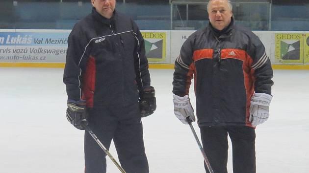 Už pátý rok spolupracuje Aleš Flašar (vpravo) se svým asistentem Radomírem Grimmem. Od prosince 2013 vedou druholigové hokejisty Nového Jičína.