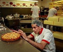 Půl tuny másla měsíčně spotřebují při výrobě dortů, dezertů a dalších cukrářských výrobků ve společnosti Ollies dorty.