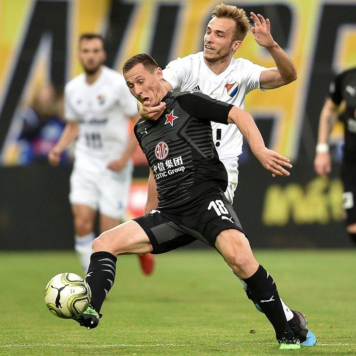 Finále fotbalového poháru MOL Cupu: FC Baník Ostrava - SK Slavia Praha, 22. května 2019 v Olomouci. Na snímku (zleva) Jan Bořil a Kuzmanovič Nemanja.
