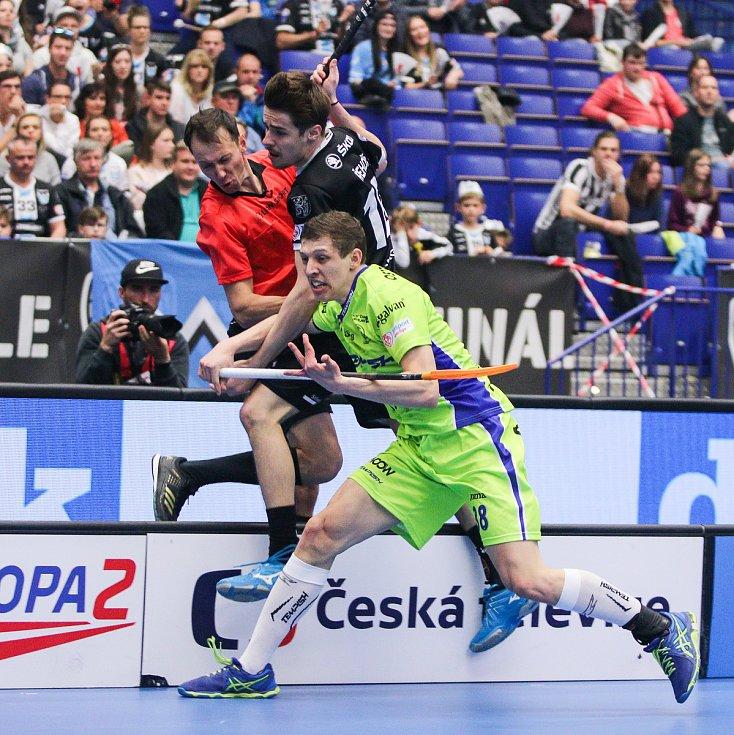 Superfinále play off Tipsport superligy - Technology florbal Mladá Boleslav - 1. SC TEMPISH Vítkovice, 14. dubna 2019 v Ostravě. Na snímku (zleva) Řehoř Jan, Besta Jiří.