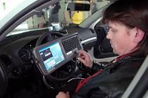Mobilní systém Look v policejním autě pomuže odhalit kradená auta